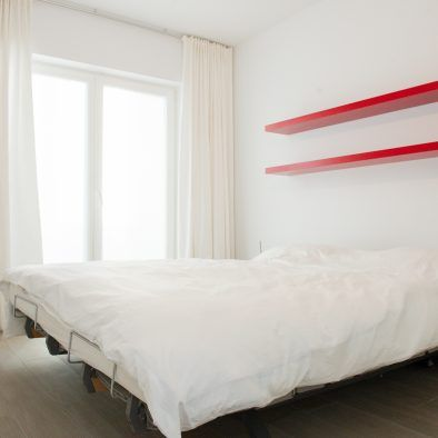 Master bedroom_electrically adjustable bed