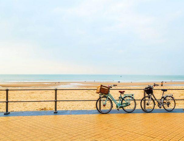 Zeedijk_Strand_fietsen