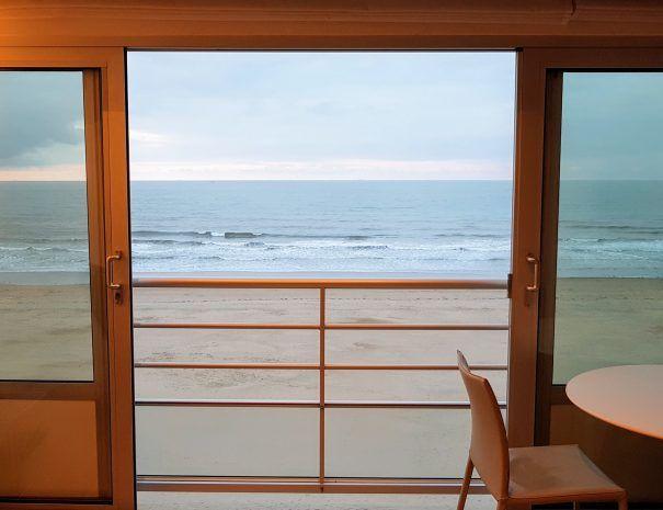 Appartement_zeezicht_oostende_de-loft_schuifraam_dicht-bij-zee