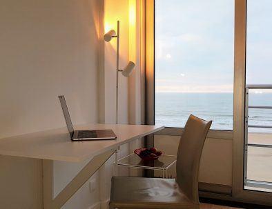 vakantieverhuur_oostende_appartement_zeezicht_loft_werken-laptop
