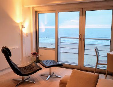 holiday rental_of_the_apartment_seaview_loft_dishes-on-sea