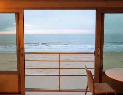 holiday rental_to_apartment_seaview_loft_open-sash window