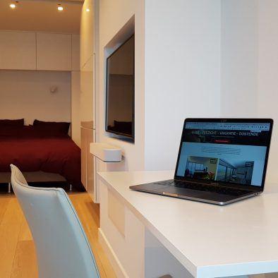 vakantieverhuur_oostende_appartement_zeezicht_loft_werken_laptop