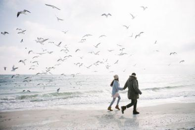 blog_sea-hiking-couple-north-sea-romantic